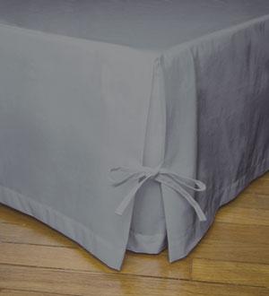 cache sommier gris tous les objets de d coration sur elle maison. Black Bedroom Furniture Sets. Home Design Ideas